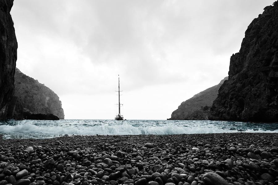 boot-met-blauwe-zee
